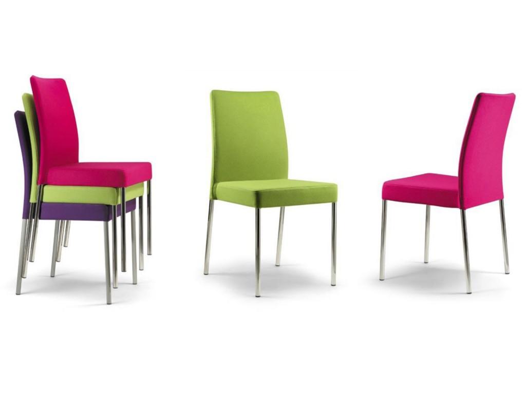 Chaise rembourr e gilda recouverte de tissu dans de for Chaise de salle a manger de couleur